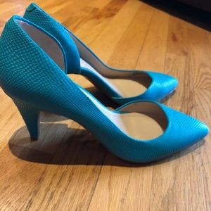 BCBGeneration Teal Pumps Perfect Condition 8.5